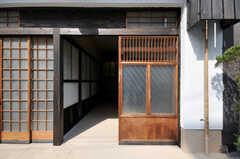 テナント用の正面玄関の様子。(2012-03-24,共用部,OTHER,1F)
