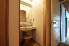 廊下に設置された洗面台の様子。(2014-03-06,共用部,OTHER,2F)