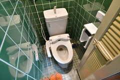 洗面台の向かいにあるトイレの様子。(2016-12-12,共用部,TOILET,3F)