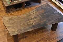 ソファ対面のローテーブルは、事業者さんがDIYで組み立てたものとのこと。(2017-02-22,共用部,OTHER,1F)