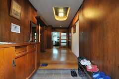 正面玄関から見た内部の様子。正面がリビングです。(2013-10-14,周辺環境,ENTRANCE,1F)