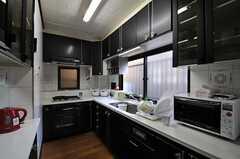 キッチンの様子。(2013-10-14,共用部,KITCHEN,1F)