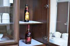 食器棚に飾られたお酒。出番はいつでしょう。(2013-09-19,共用部,LIVINGROOM,3F)