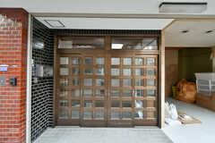 シェアハウスの玄関。引き戸です。(2017-02-07,周辺環境,ENTRANCE,1F)