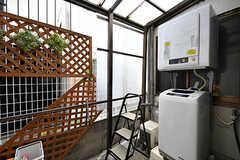 テラスに設置された洗濯機と乾燥機。(2017-02-07,共用部,LAUNDRY,1F)