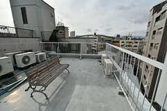 屋上にはベンチが設置されています。物干しもできます。(2017-02-07,共用部,OTHER,4F)