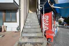 シェアハウスへの入り口。玄関は2階です。(2015-11-16,共用部,OTHER,1F)