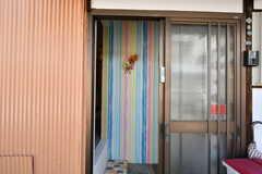 シェアハウスの玄関。(B棟)(2018-05-22,周辺環境,ENTRANCE,1F)