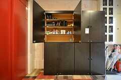 靴箱の様子。リビングは5Fなのでエレベーターを使用します。(2015-03-16,周辺環境,ENTRANCE,1F)