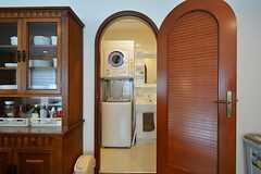 ドアを開けると洗濯機と洗面台があります。(2015-03-16,共用部,OTHER,5F)