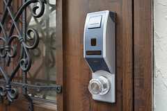 玄関の鍵はICカード式のオートロックです。(2015-03-16,周辺環境,ENTRANCE,1F)