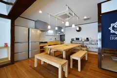 ダイニングテーブルが設置されています。(2018-02-14,共用部,LIVINGROOM,1F)