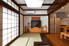 畳のスペースには、TVが設置されています。(2018-02-14,共用部,LIVINGROOM,1F)