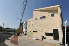 シェアハウスの外観。新築です。(2013-10-28,共用部,OUTLOOK,1F)