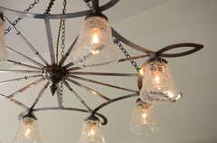 オーナーさんの友人によるオーダーメイドのライト。あえて錆加工を施して雰囲気を出しています。(2013-10-28,共用部,LIVINGROOM,1F)