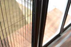 網戸付き。開け放しても虫は入ってこれないようになっています。(2013-10-28,共用部,OTHER,1F)