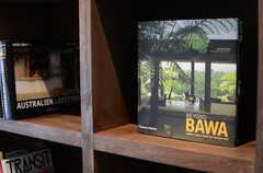 こちらは、家のデザインコンセプトになった本だそうです。(2013-10-28,共用部,OTHER,1F)