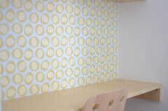 壁紙は可愛らしい雰囲気です。(209号室)(2013-10-28,専有部,ROOM,2F)