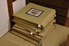 い草の座布団が用意されています。(2019-03-14,共用部,LIVINGROOM,1F)