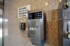 カメラ付きインターホンの様子。(2010-11-26,周辺環境,ENTRANCE,1F)
