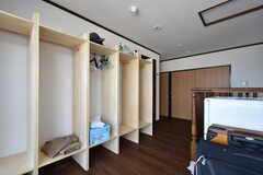 2階の入居者さんが使えるクローゼット。洗濯物を干すこともできます。(2016-08-01,共用部,OTHER,8F)