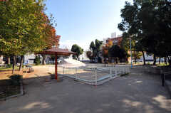 近くには公園もあります。(2010-11-26,共用部,ENVIRONMENT,1F)