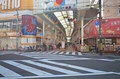 阪急宝塚線・塚本駅前の商店街の様子。(2016-03-15,共用部,ENVIRONMENT,1F)