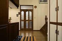 玄関から見た内部の様子。正面のドアをあけるとリビングです。(2015-12-10,周辺環境,ENTRANCE,4F)