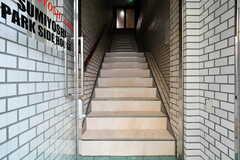 階段の先は玄関です。(2018-09-12,周辺環境,ENTRANCE,1F)