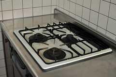 ガスコンロは3口です。(2013-04-09,共用部,KITCHEN,2F)