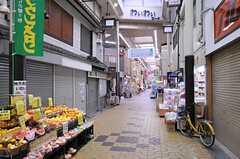 粉浜駅近くの商店街。(2012-07-15,共用部,ENVIRONMENT,1F)