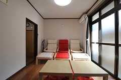 シアタールームのような椅子の並び。新鮮です。(2012-10-25,共用部,LIVINGROOM,1F)