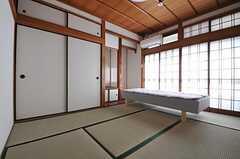 専有部の様子。障子窓からは外に出られます。(101号室)(2012-10-25,専有部,ROOM,1F)