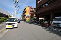 阪急電鉄京都本線・上新庄駅からシェアハウスへ向かう道の様子。(2012-10-25,共用部,ENVIRONMENT,1F)