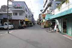 近くには商店街があります。(2012-10-25,共用部,ENVIRONMENT,1F)