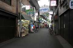 各線・鶴橋駅からシェアハウスへ向かう道の様子。大きな商店街です。(2013-06-25,共用部,ENVIRONMENT,1F)
