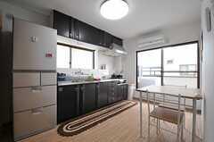 リビングの様子。C棟のみ、独立したリビング&キッチンがあります。(C棟)(2013-12-17,共用部,LIVINGROOM,2F)