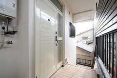 玄関ドアの様子。(A棟)(2013-12-17,周辺環境,ENTRANCE,2F)