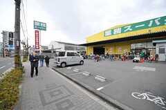 駅からシェアハウスまでの間に、スーパーが3件あります。(2013-12-17,共用部,ENVIRONMENT,1F)