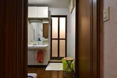 廊下から見た脱衣室の様子。(2016-08-23,共用部,BATH,2F)
