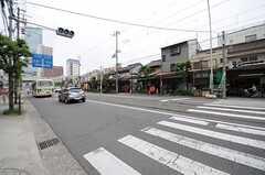 シェアハウスから各線・阿倍野駅に向かう道の様子。商店街が充実しています。(2013-06-01,共用部,ENVIRONMENT,1F)