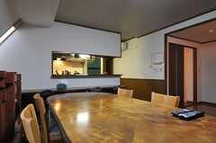 大きなダイニング・テーブルです。(2012-11-26,共用部,LIVINGROOM,4F)