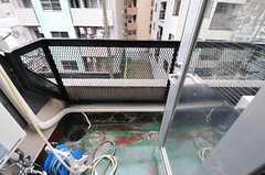掃き出し窓から出られる、共用のベランダ。(2012-11-26,共用部,OTHER,4F)