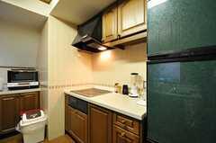 キッチンの様子2。IHコンロです。(2012-11-26,共用部,KITCHEN,4F)