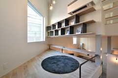 中2階の様子。床に座ってくつろぐことができるスペースです。(2018-02-13,共用部,OTHER,2F)