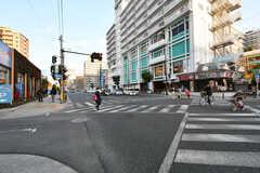 シェアハウス近くの大通りの様子2。(2018-02-13,共用部,ENVIRONMENT,1F)
