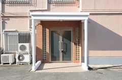 シェアハウスの正面玄関2。玄関はオートロックです。(2011-12-20,周辺環境,ENTRANCE,1F)