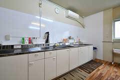 キッチンの様子4。シンクとコンロは別々にあります。(2017-06-07,共用部,KITCHEN,2F)