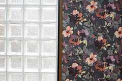 花がらとガラスブロック。(101号室)(2015-03-30,専有部,ROOM,1F)