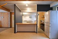 カウンターの裏手がキッチンです。(2017-03-06,共用部,KITCHEN,1F)